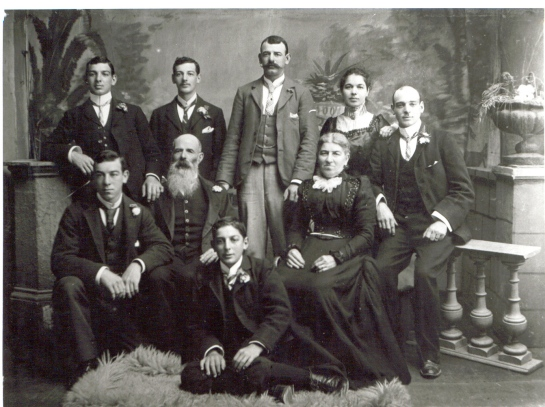 Aristodemo & Annunziata with their seven children (c. 1900).